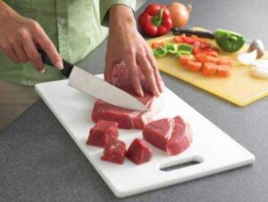 Top- Kitchen-Hygiene-Tips-clean-chopping-boards