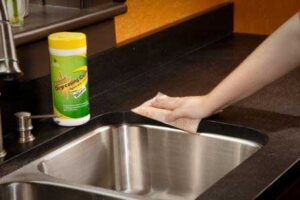 Top- Kitchen-Hygiene-Tips-kitchen-sink
